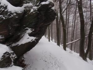Szikla és hó